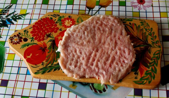 Свиные отбивные в сырном кляре на сковороде