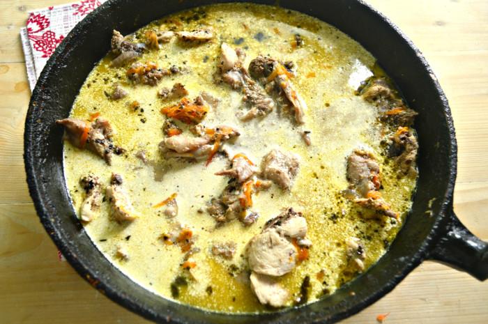 Простая подлива из курицы с майонезом и соевым соусом