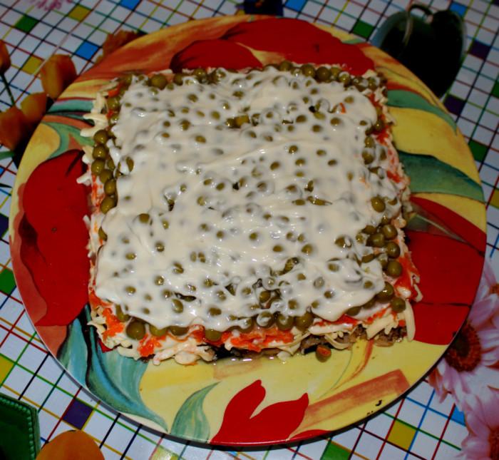 Слоеный салат со шпротами и сыром - Шахматка