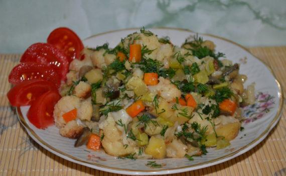 Овощное рагу с кабачками и картошкой, баклажанами и цветной капустой