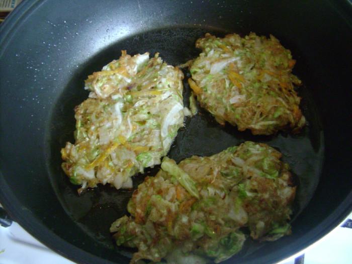 Котлеты из кабачков и капусты с зеленью