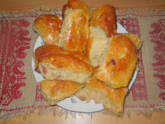 Дрожжевые пирожки с клубникой в духовке - рецепт пошаговый с фото