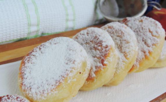 Творожные пончики на дрожжах с начинкой из повидла