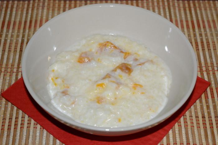 Молочная рисовая каша в мультиварке с цукатами из тыквы