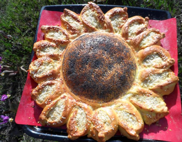 Дрожжевой пирог-подсолнух
