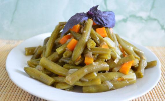 Вкусная спаржевая фасоль тушенная с овощами