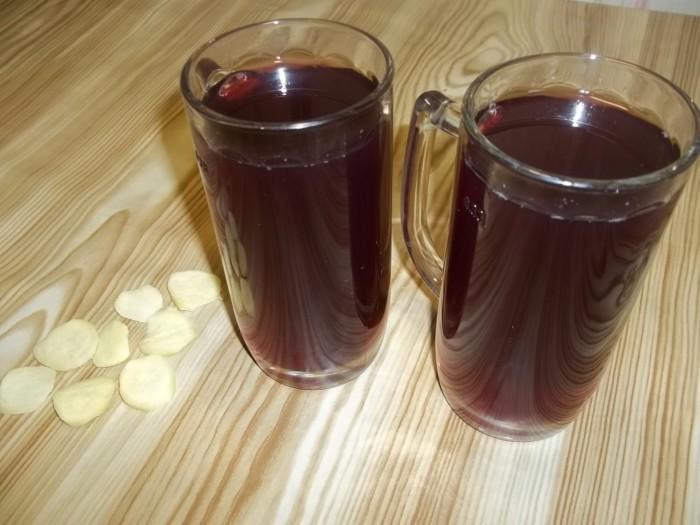 Имбирный напиток с цедрой и смородиной