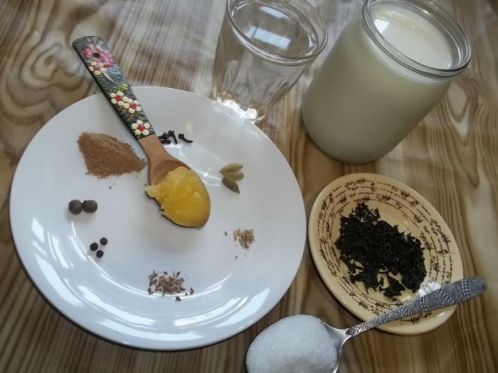Масала-чай с молоком и специями
