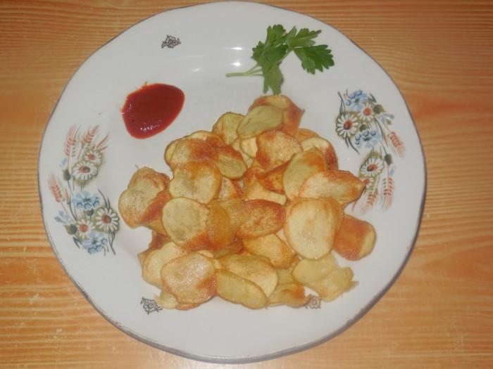 Домашние чипсы из молодой картошки на сковороде