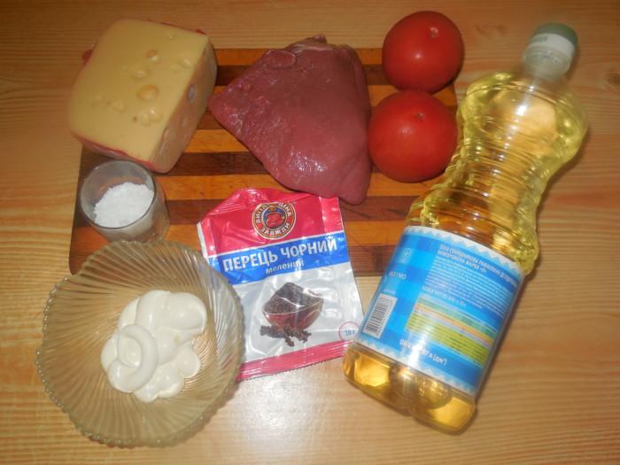Мясо с помидорами и сыром в духовке
