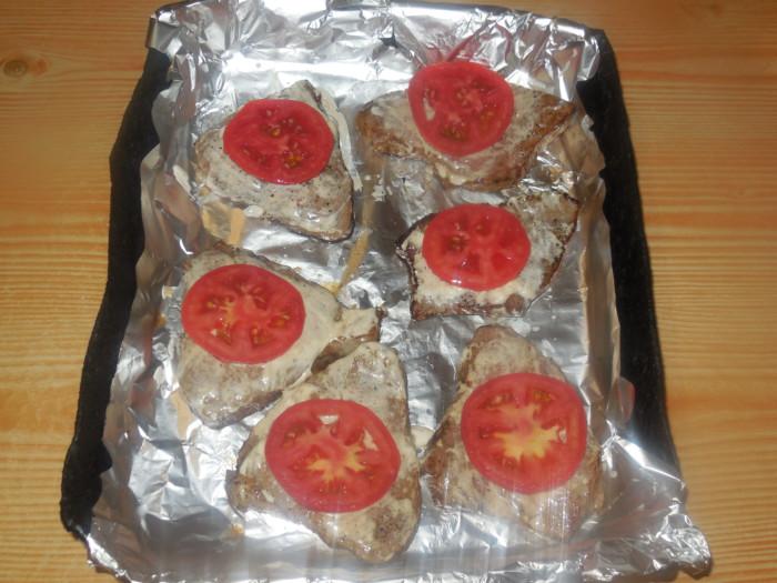 мясо с сыром и с помидором и сыром в духовке рецепт с фото