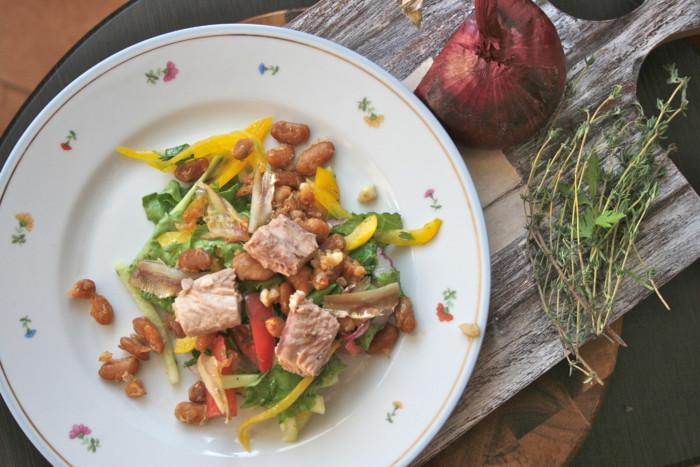 Салат Нисуаз с тунцом и фасолью