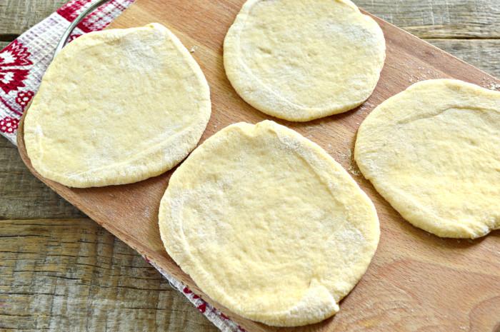 Мясные пирожки жареные на сковороде