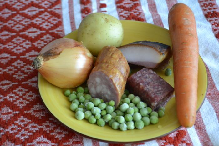 Овощной суп-пюре с копченостями и колбасой