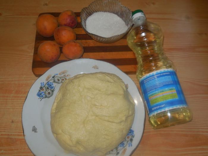Пирожки с абрикосами из творожного теста жареные на сковороде