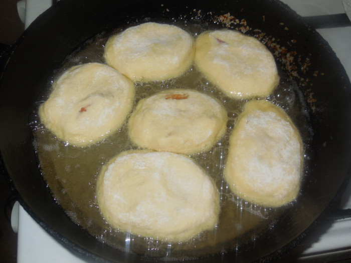 Пирожки с абрикосами жареные на сковороде - рецепт пошаговый с фото