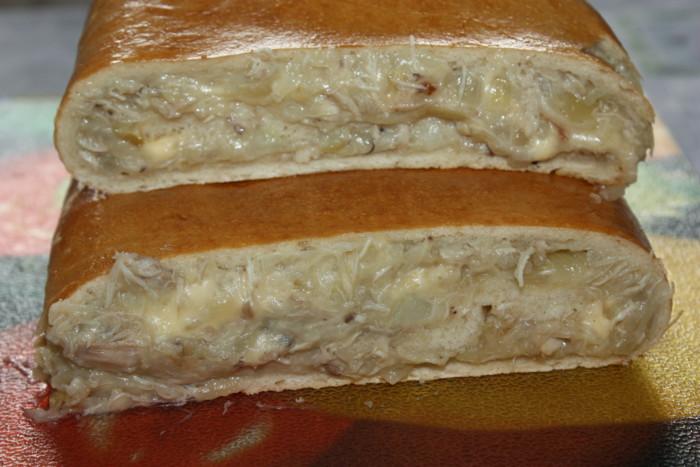 Дрожжевой слоеный пирог с курицей и картошкой