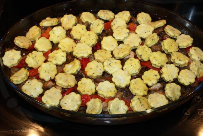 Пышки в духовке с мясом и грибами