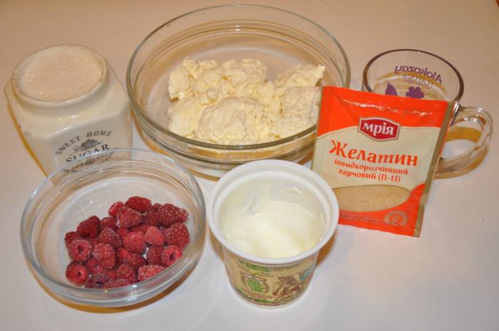 Творожный десерт без выпечки с желатином, печеньем и ягодами