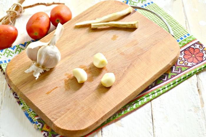 Хренодер с помидорами и чесноком