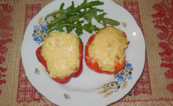 Запеченный фаршированный перец с картошкой и сыром