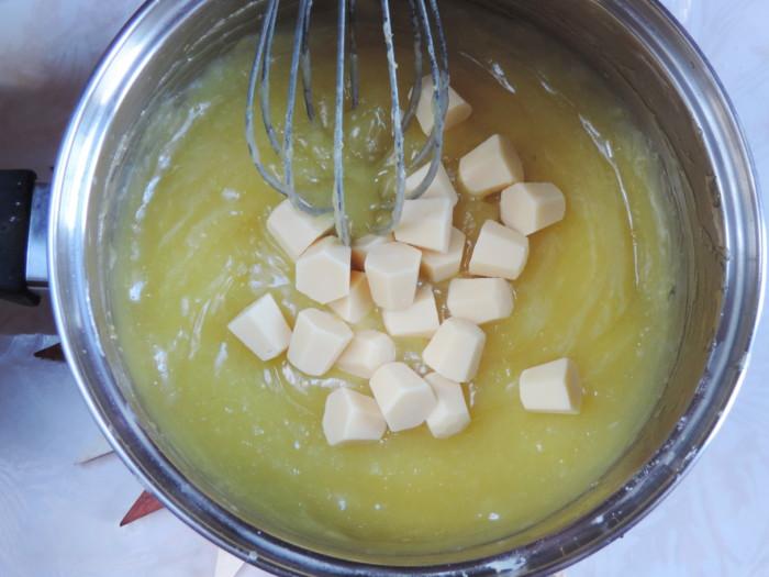 Заварной лимонный крем со сливками и белым шоколадом