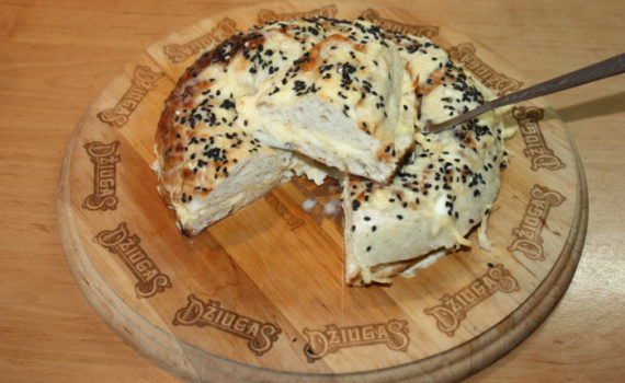 Горячие бутерброды с сыром из узбекской лепешки