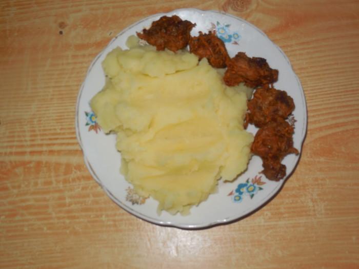Китайские мьензы - мясные шарики по-китайски во фритюре