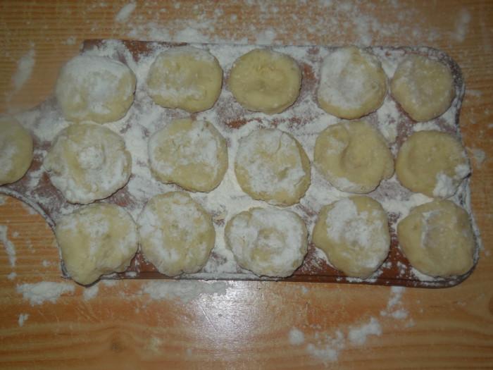 Вкусные ленивые вареники из картошки с луковой поджаркой.