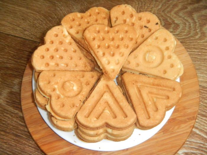 Печенье в форме на газу - треугольники, сердечки
