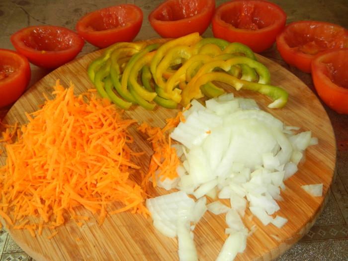 Фаршированные помидоры фаршем и рисом в духовке