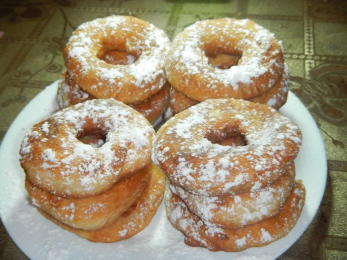 Дрожжевые пончики на кефире