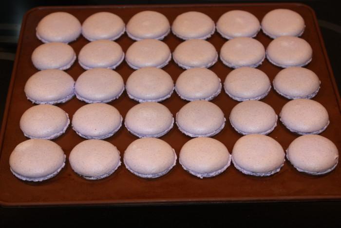 Домашние пирожные макаронс со вкусом лаванды