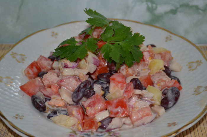 Салат из кальмаров с фасолью