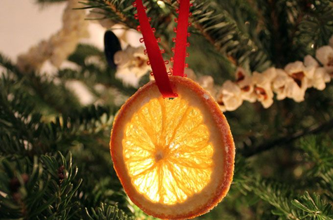 Новогодний декор елки апельсинами и мандаринами