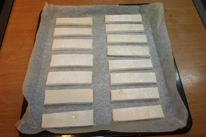 Домашние слоеные язычки с сахаром