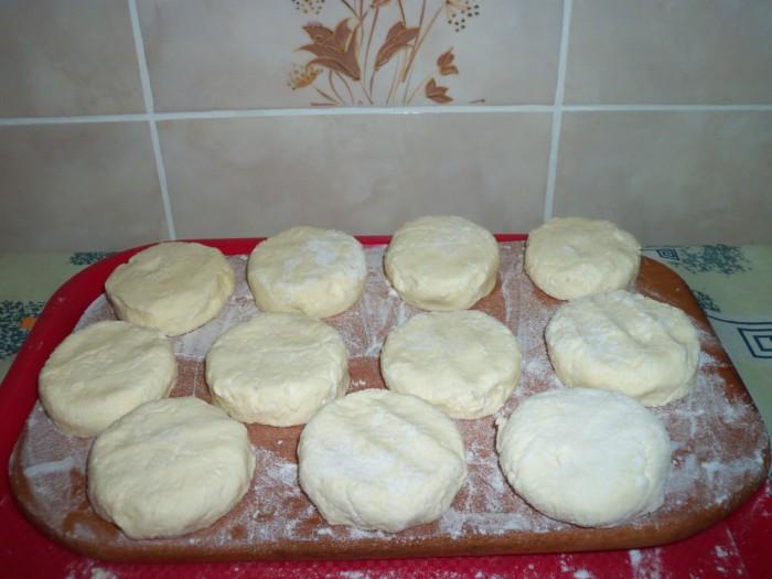 Сырники с кокосовой стружкой и манкой на сковороде