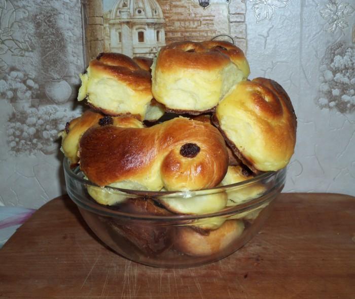 Шведские булочки с кардамоном и шафраном