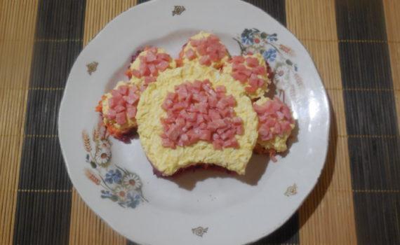 Слоеный новогодний салат Лапа Собаки