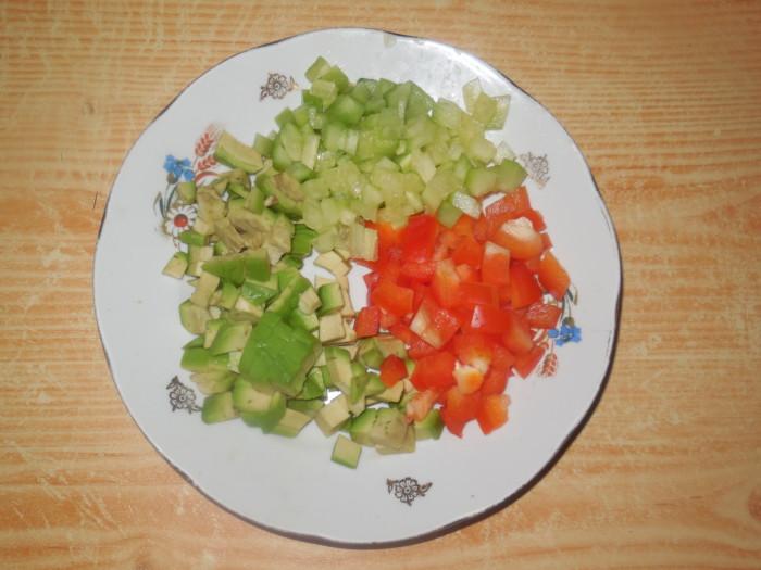 Новогодний салат косточка из крабовых палочек с авокадо и сыром
