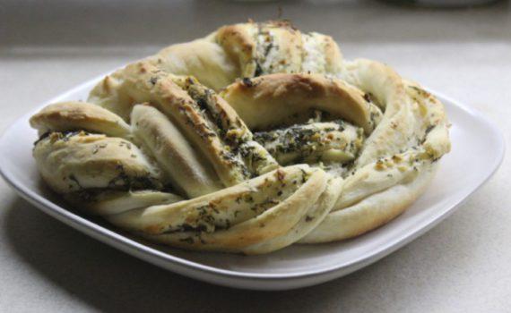 Домашний чесночный хлеб в духовке - чесночная плетенка