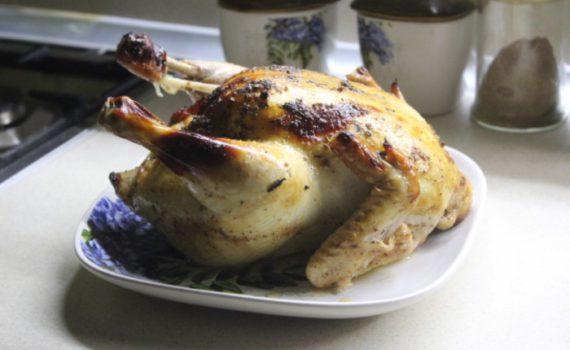 Фаршированная курица с яблоками в духовке - запеченная в рукаве в медово-апельсиновом маринаде