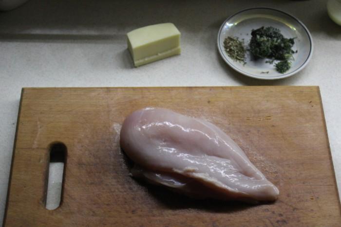 Сырный рулет из куриной грудки в духовке