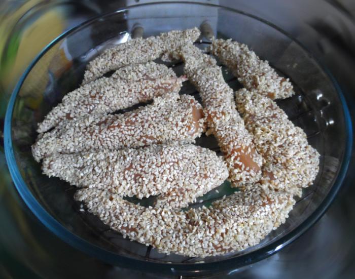 Сочное куриное филе в кунжуте в духовке
