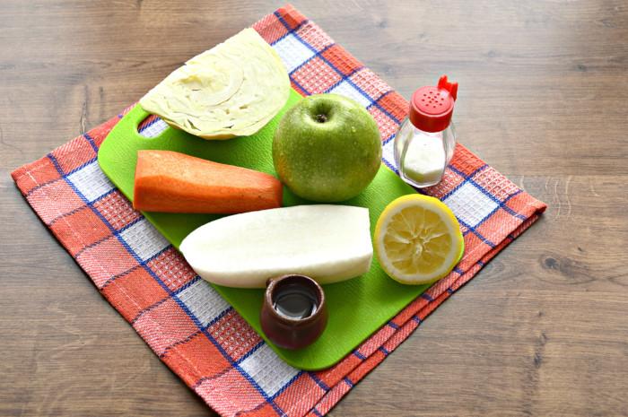 Салат из редьки дайкон с морковью, яблоком и капустой