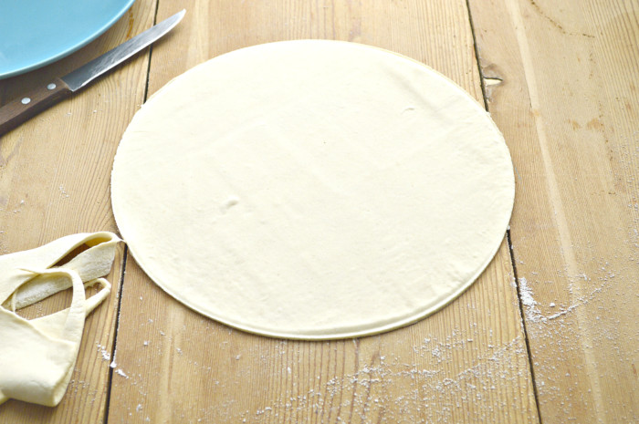 Рогалики из слоеного теста с начинкой из мака и меда