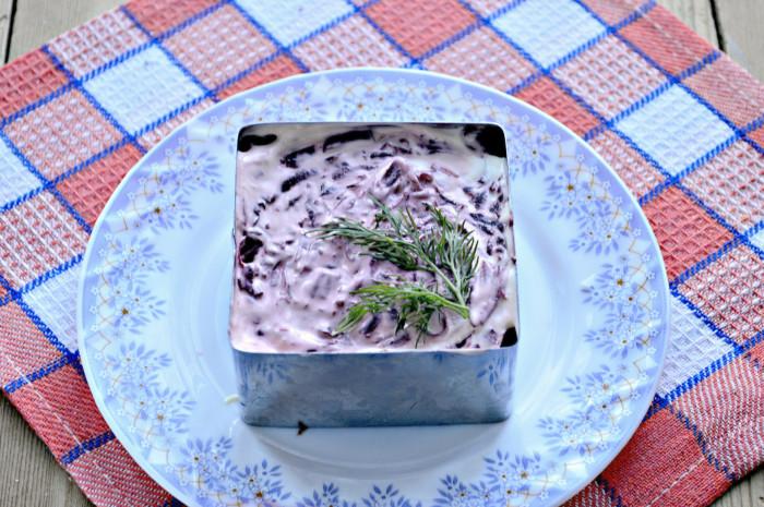 Килька под шубой - оригинальный салат с килькой