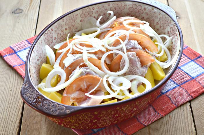 Куриные грудки запеченные с картофелем и помидорами в духовке