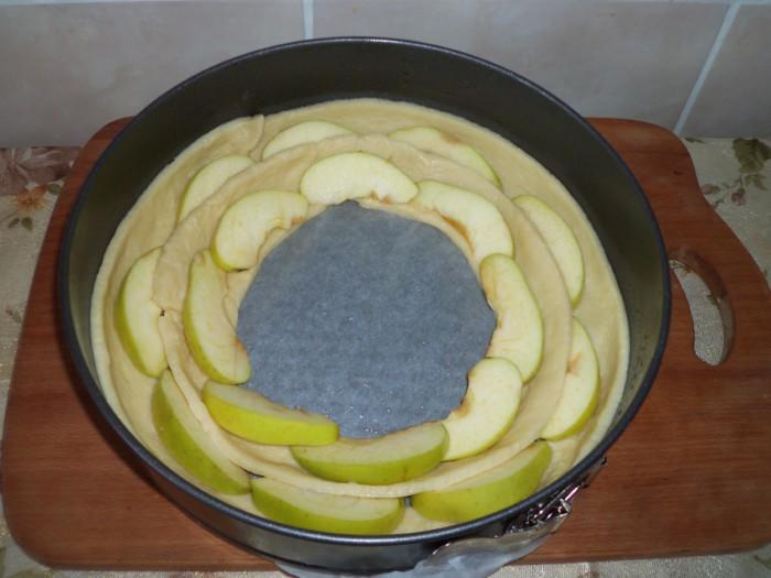 Пирог Чайная роза из яблок и дрожжевого теста