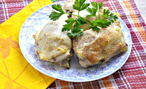 В духовке запеченная курица кусочками в майонезе